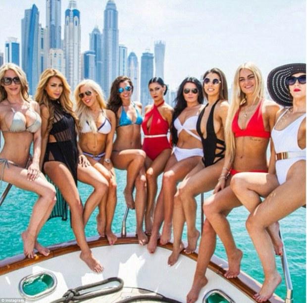 Hãy xem cách mà hội con nhà giàu Dubai nhảy múa trên đống tiền - Ảnh 3.