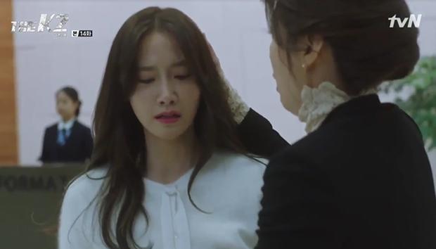 """""""K2"""": Ji Chang Wook bất lực nhìn Yoona bị kẻ thù bắt cóc - Ảnh 11."""