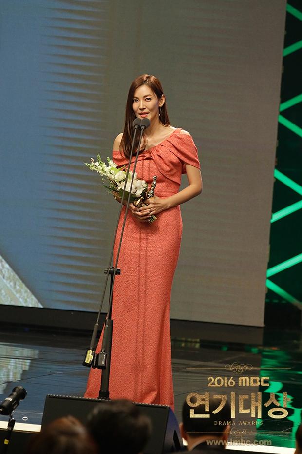 Chả phải Lee Jong Suk, đây mới là nhân vật gây bất ngờ nhất tại MBC Drama Awards! - Ảnh 13.