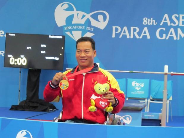 Hạnh phúc đã mỉm cười với nhà vô địch Paralympic Lê Văn Công - Ảnh 2.