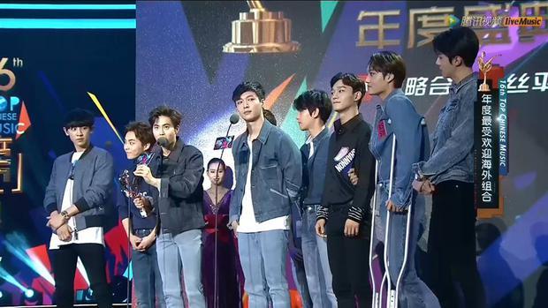 Dàn sao hot nhất Hoa - Hàn hội ngộ tại thảm xanh Chinese Top Music Awards - Ảnh 24.