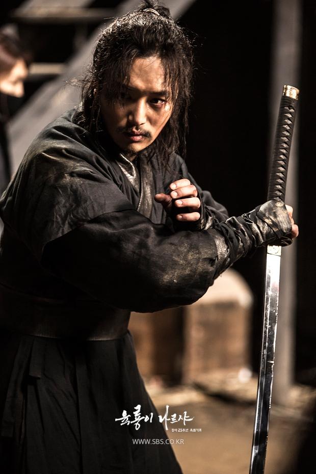 Yoo Ah In được bình chọn là bản sao xứ Hàn của huyền thoại Trương Quốc Vinh - Ảnh 13.