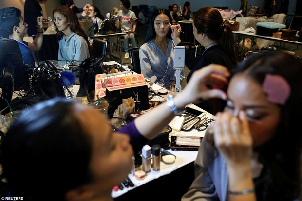 Bên trong cuộc thi sắc đẹp lớn nhất dành cho người chuyển giới ở Thái Lan - Ảnh 13.