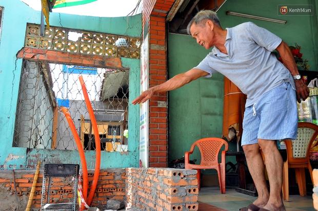 Chuyện lạ Sài Gòn: Mùa mưa về, rủ nhau xây thành lũy chắn trước nhà để... chống ngập - Ảnh 10.