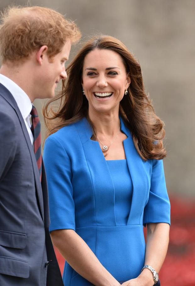 Tình cảm thân thiết đáng kinh ngạc giữa Công nương Kate và Hoàng tử Harry - Ảnh 10.