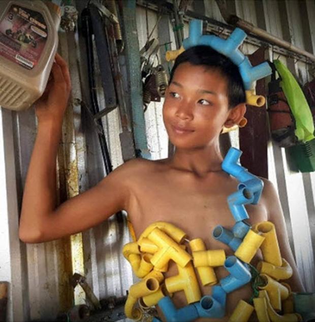 Cậu bé bỗng nổi tiếng khắp Thái Lan vì phong cách thời trang tự chế chẳng giống ai - Ảnh 2.