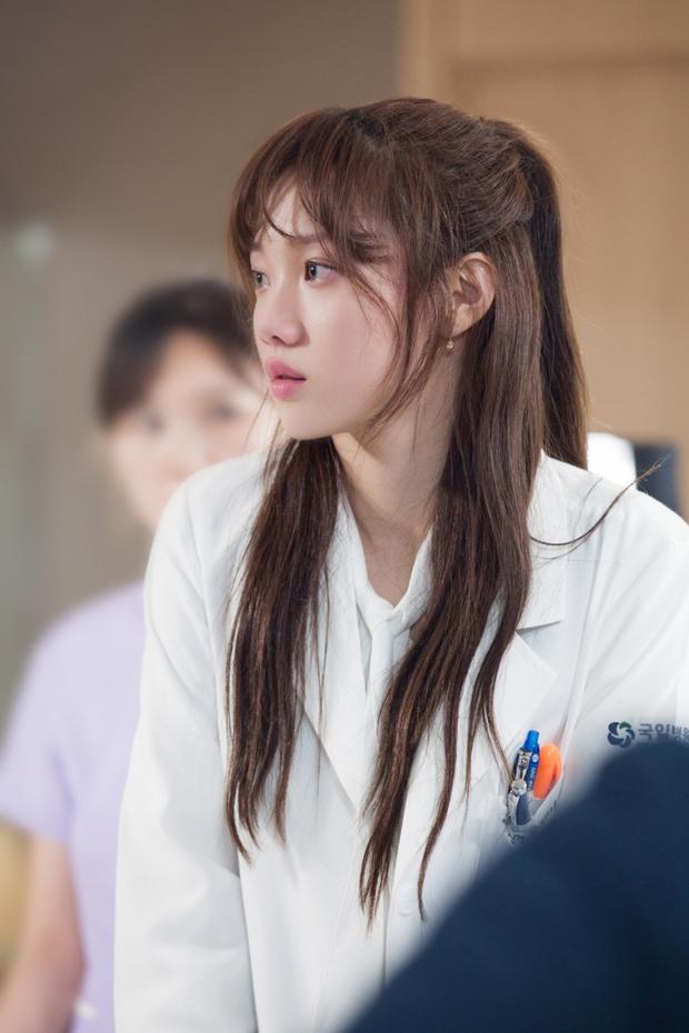 Nhìn lại sự nghiệp diễn xuất của gà nhà YG - Lee Sung Kyung đến thời Doctors - Ảnh 12.