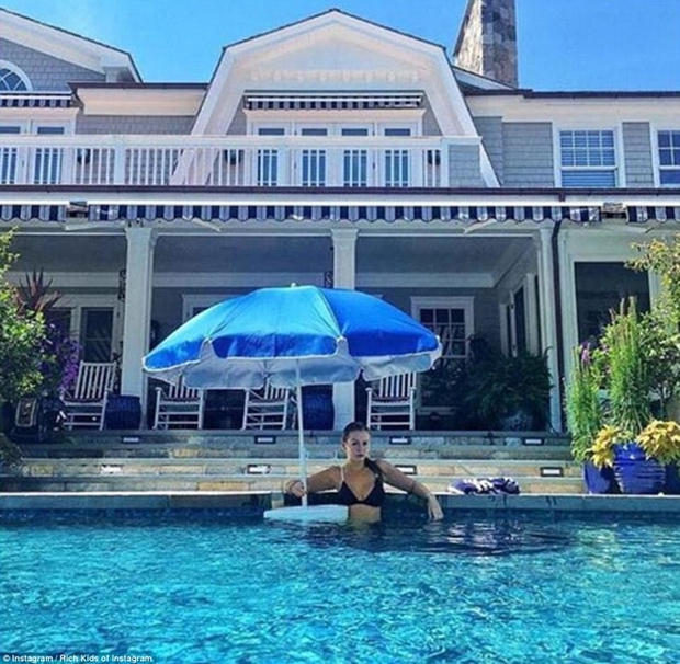 Con gái Donald Trump và hội con nhà giàu Mỹ vui chơi hết mình trong những bữa tiệc mùa hè xa hoa - Ảnh 9.