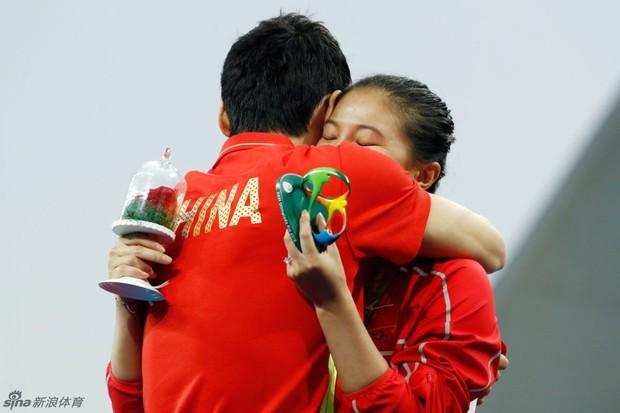 Nữ VĐV Trung Quốc xinh đẹp bật khóc khi được cầu hôn trên sàn đấu Olympic 2016 - Ảnh 12.
