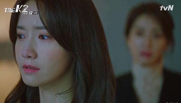 """""""K2"""": Ji Chang Wook bất lực nhìn Yoona bị kẻ thù bắt cóc - Ảnh 13."""