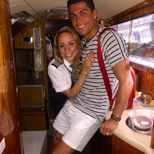 Hi hữu chuyện bạn gái mới của Ronaldo lại đem lòng yêu Messi - Ảnh 1.