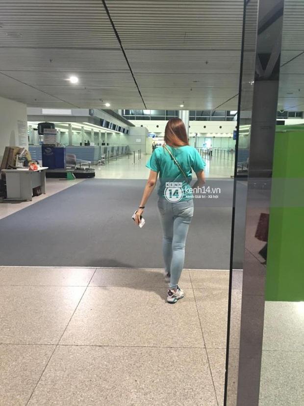 Hari Won mệt mỏi xuất hiện ở sân bay về Hàn Quốc giữa tâm bão - Ảnh 1.