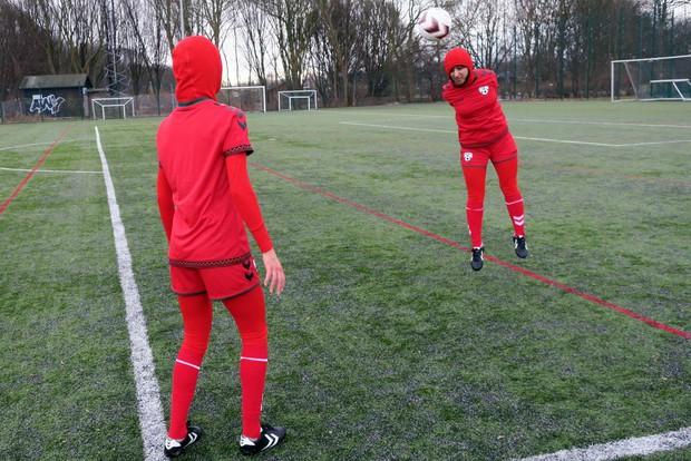 Mẫu áo đấu có một không hai của đội tuyển nữ Afghanistan - Ảnh 2.