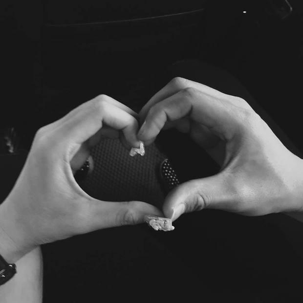 Mạc Hồng Quân tặng Kỳ Hân bánh trái tim nhân ngày Valentine - Ảnh 2.