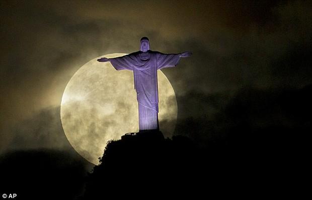 Siêu trăng lớn nhất thế kỷ sẽ xuất hiện vào ngày 14/11, và Việt Nam xem được nhé! - Ảnh 2.