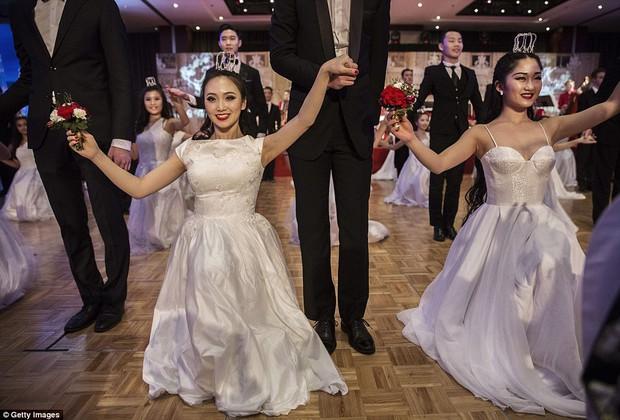 Buổi lễ mai mối tập thể hoành tráng của giới quý tộc Trung Quốc  - Ảnh 13.