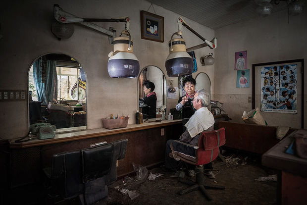 Nhật Bản: Người dân Fukushima trở lại thành phố ma trong loạt hình đầy ám ảnh - Ảnh 13.
