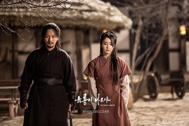 Yoo Ah In được bình chọn là bản sao xứ Hàn của huyền thoại Trương Quốc Vinh - Ảnh 14.