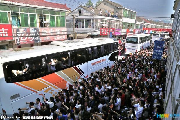 Hàng chục ngàn phụ huynh Trung Quốc tiễn con lên đường đi thi Đại học - Ảnh 14.