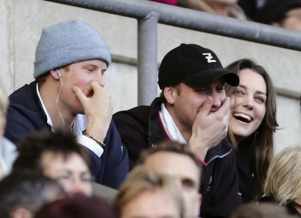 Tình cảm thân thiết đáng kinh ngạc giữa Công nương Kate và Hoàng tử Harry - Ảnh 11.