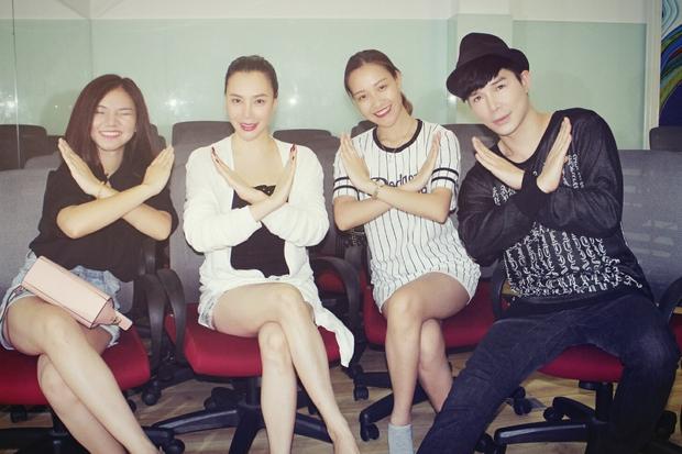 Hồ Quỳnh Hương giản dị ngồi bệt dạy hát cho học trò - Ảnh 5.