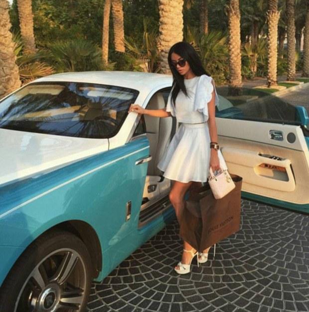 Hãy xem cách mà hội con nhà giàu Dubai nhảy múa trên đống tiền - Ảnh 5.