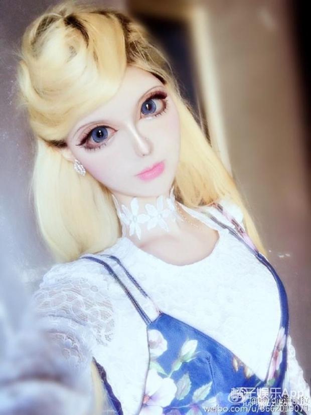 Sau anh chàng mặt rắn, đến lượt cô búp bê Barbie mang trong mình 1/4 dòng máu Nga khuấy đảo mạng xã hội - Ảnh 5.