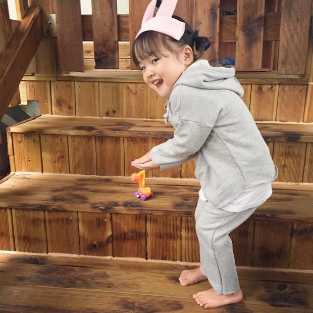 Cô nhóc Hàn Quốc đáng yêu tới nỗi xem ảnh mà chỉ muốn lao ngay vào... cắn má - Ảnh 8.