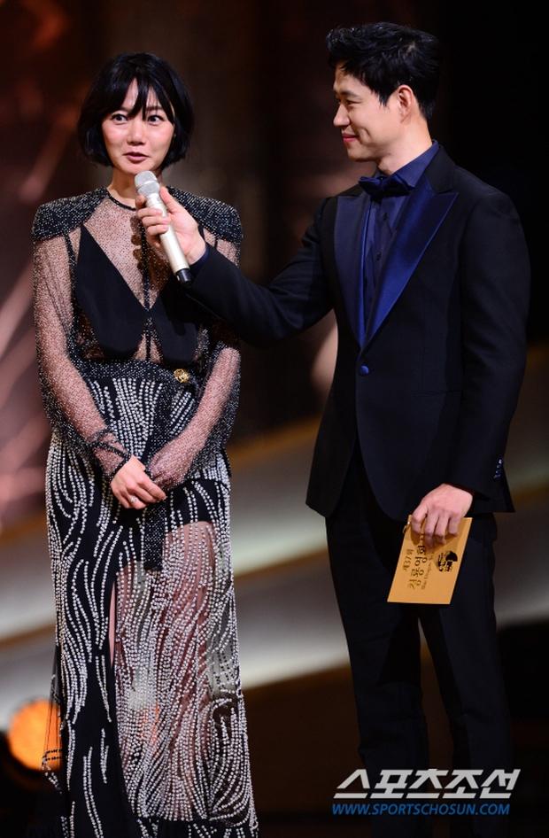 """Phim kinh dị """"The Wailing"""" đánh chiếm Rồng Xanh 2016, Lee Byung Hun lên ngôi Ảnh đế - Ảnh 14."""