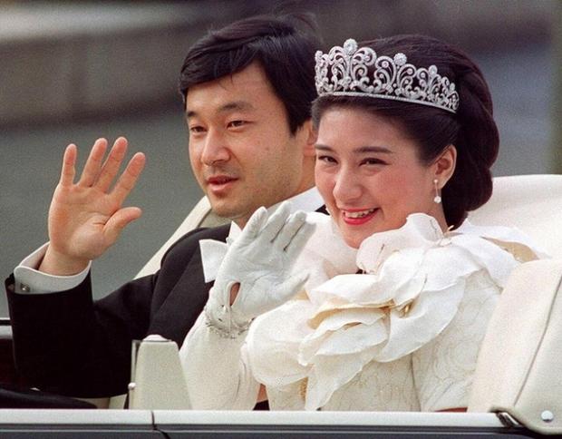 Tình yêu trọn đời mà Thái tử Nhật dành cho vị Công nương trầm cảm lay động trái tim hàng triệu người - Ảnh 4.