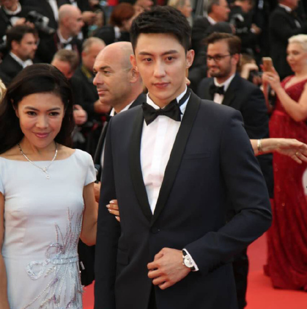 Thảm đỏ LHP Cannes ngày thứ 2: Hoàng Cảnh Du cuối cùng cũng xuất hiện rồi! - Ảnh 1.