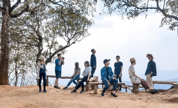 Xu hướng mới của bạn trẻ Việt Nam: Đi du lịch nhóm, mặc đồ cùng tông rồi diễn như tạp chí! - Ảnh 17.