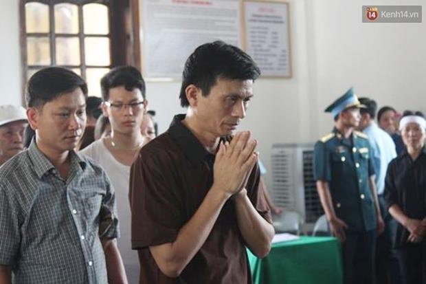 Vợ con thẫn thờ trước di ảnh của phi công Trần Quang Khải - Ảnh 26.