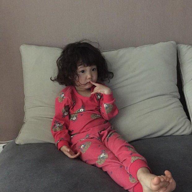 Cô bé Hàn Quốc với loạt biểu cảm đáng yêu xuất sắc này đang gây bão khắp mạng xã hội - Ảnh 2.