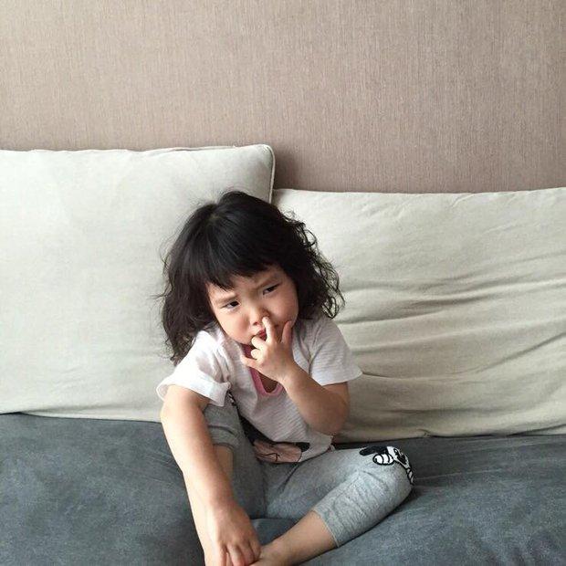 Cô bé Hàn Quốc với loạt biểu cảm đáng yêu xuất sắc này đang gây bão khắp mạng xã hội - Ảnh 13.