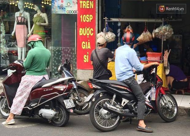 Cũng là món ăn vặt nhưng vì sao bánh tráng trộn ở Sài Gòn chưa bao giờ bão hòa? - Ảnh 4.