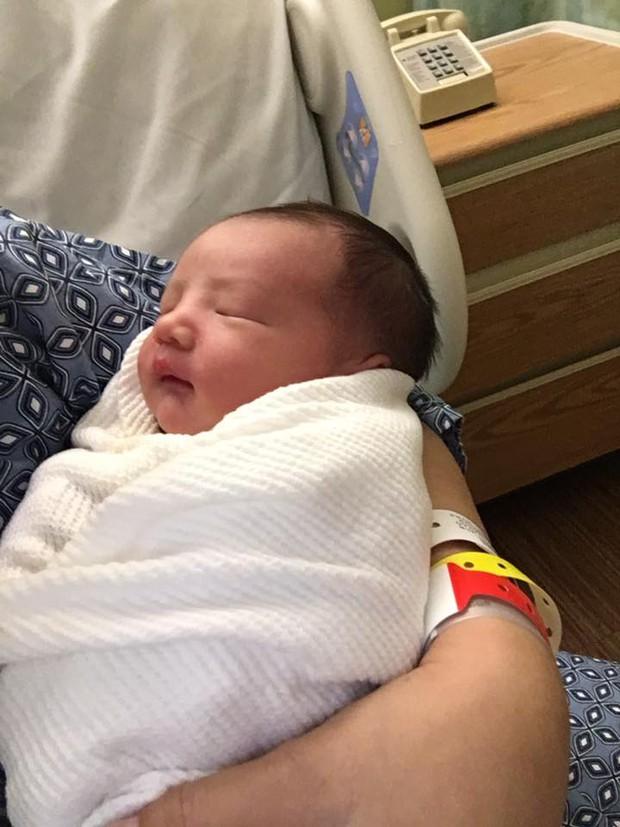Phạm Thanh Thảo hạnh phúc khoe ảnh ngay sau khi sinh con trai thứ hai - Ảnh 3.