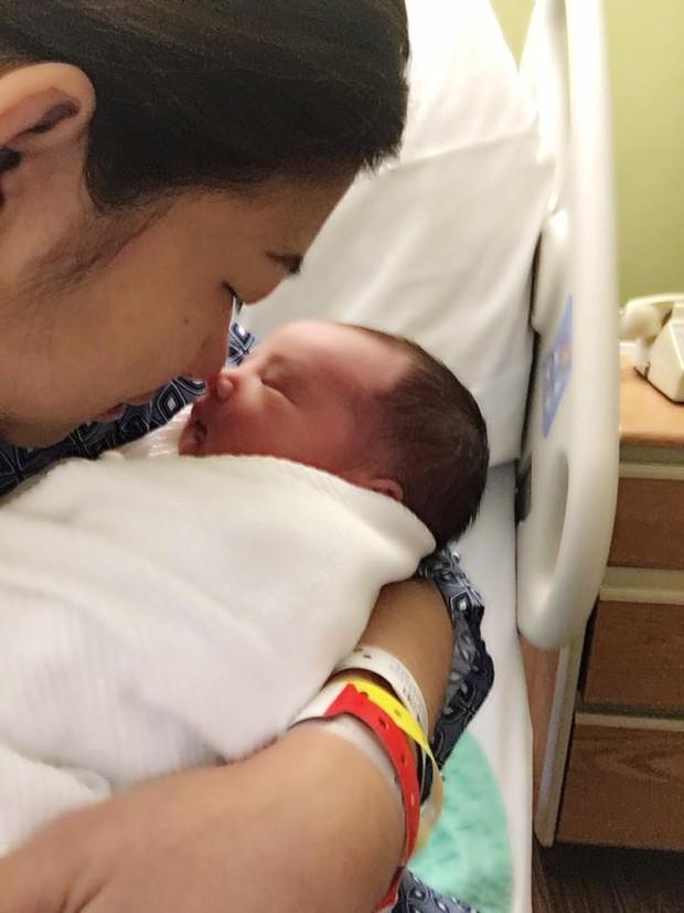 Phạm Thanh Thảo hạnh phúc khoe ảnh ngay sau khi sinh con trai thứ hai - Ảnh 2.