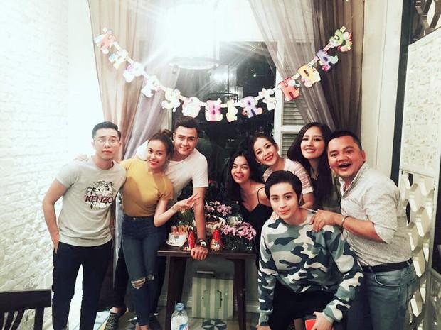Vĩnh Thụy luôn sát bên Hoàng Thùy Linh trong tiệc sinh nhật - Ảnh 3.