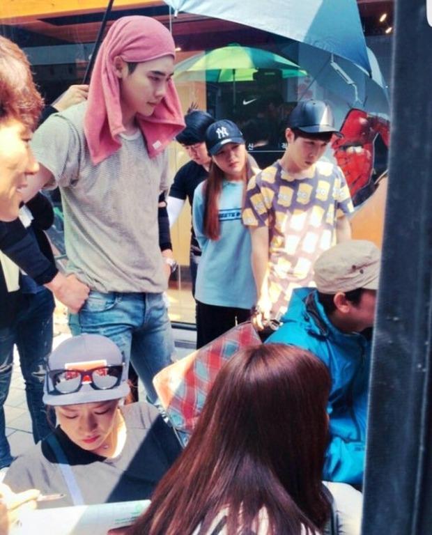 Lee Jong Suk siêu giàu, siêu ngầu - Han Hyo Joo hóa bác sĩ xinh tươi trong phim mới - Ảnh 15.
