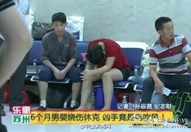 Bật máy sấy dỗ dành, người mẹ Trung Quốc vô tình hại con trai 6 tháng tuổi cháy sém - Ảnh 4.