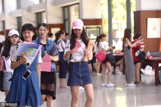Những nữ sinh xinh đẹp trong ngày báo danh ở lò đào tạo minh tinh hàng đầu Trung Quốc - Ảnh 6.