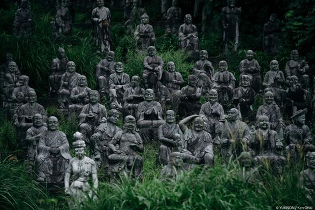 Nỗi ám ảnh từ những bức tượng biết đi tại công viên ma Nhật Bản - Ảnh 12.