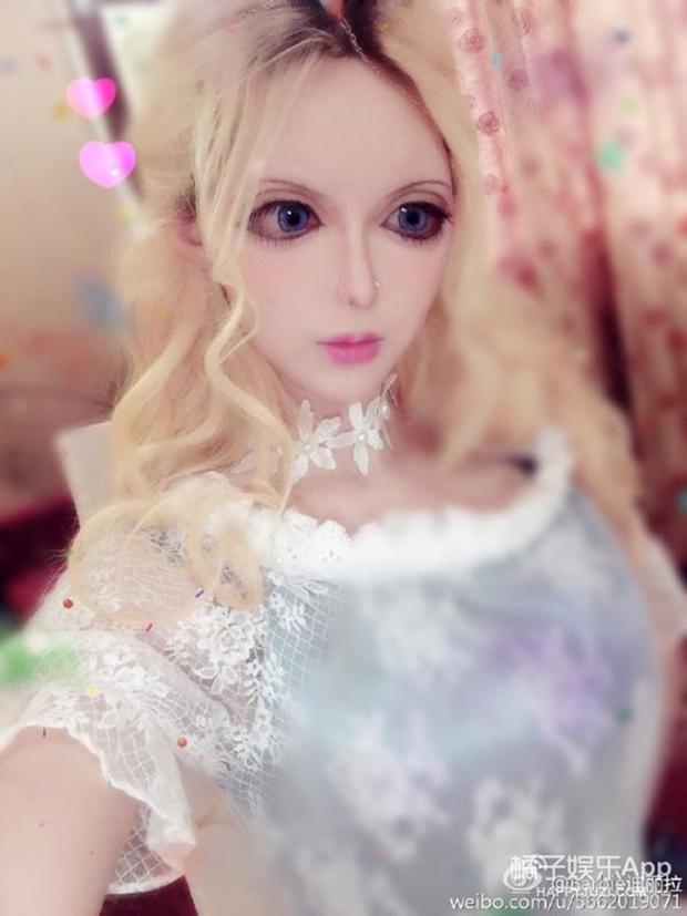 Sau anh chàng mặt rắn, đến lượt cô búp bê Barbie mang trong mình 1/4 dòng máu Nga khuấy đảo mạng xã hội - Ảnh 3.