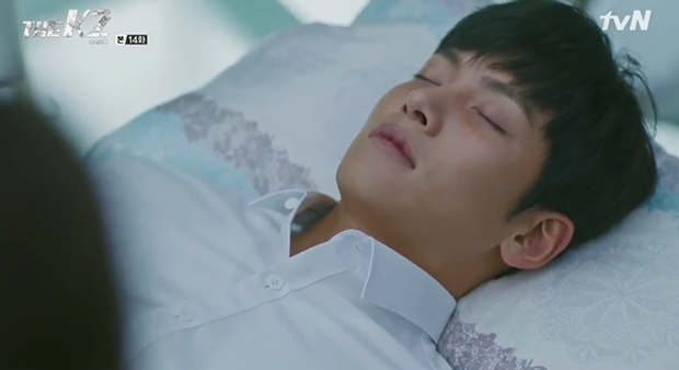 """""""K2"""": Ji Chang Wook bất lực nhìn Yoona bị kẻ thù bắt cóc - Ảnh 15."""