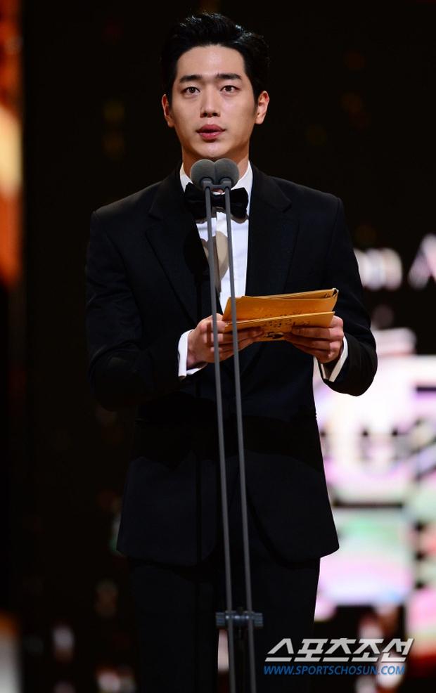 """Phim kinh dị """"The Wailing"""" đánh chiếm Rồng Xanh 2016, Lee Byung Hun lên ngôi Ảnh đế - Ảnh 15."""