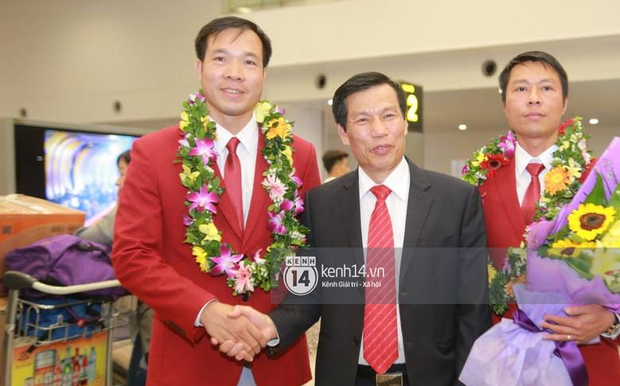 Sau những kỳ tích tại Olympic 2016, người hùng Hoàng Xuân Vinh đã trở về bên gia đình, bên người vợ thân yêu - Ảnh 9.