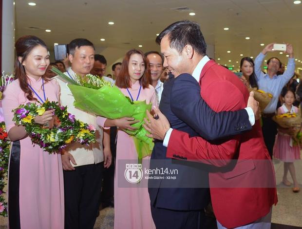 Sau những kỳ tích tại Olympic 2016, người hùng Hoàng Xuân Vinh đã trở về bên gia đình, bên người vợ thân yêu - Ảnh 10.