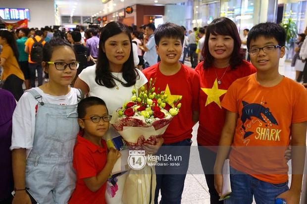 Sau những kỳ tích tại Olympic 2016, người hùng Hoàng Xuân Vinh đã trở về bên gia đình, bên người vợ thân yêu - Ảnh 3.