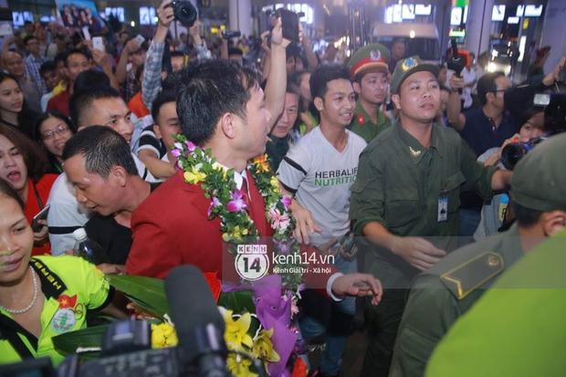 Sau những kỳ tích tại Olympic 2016, người hùng Hoàng Xuân Vinh đã trở về bên gia đình, bên người vợ thân yêu - Ảnh 5.